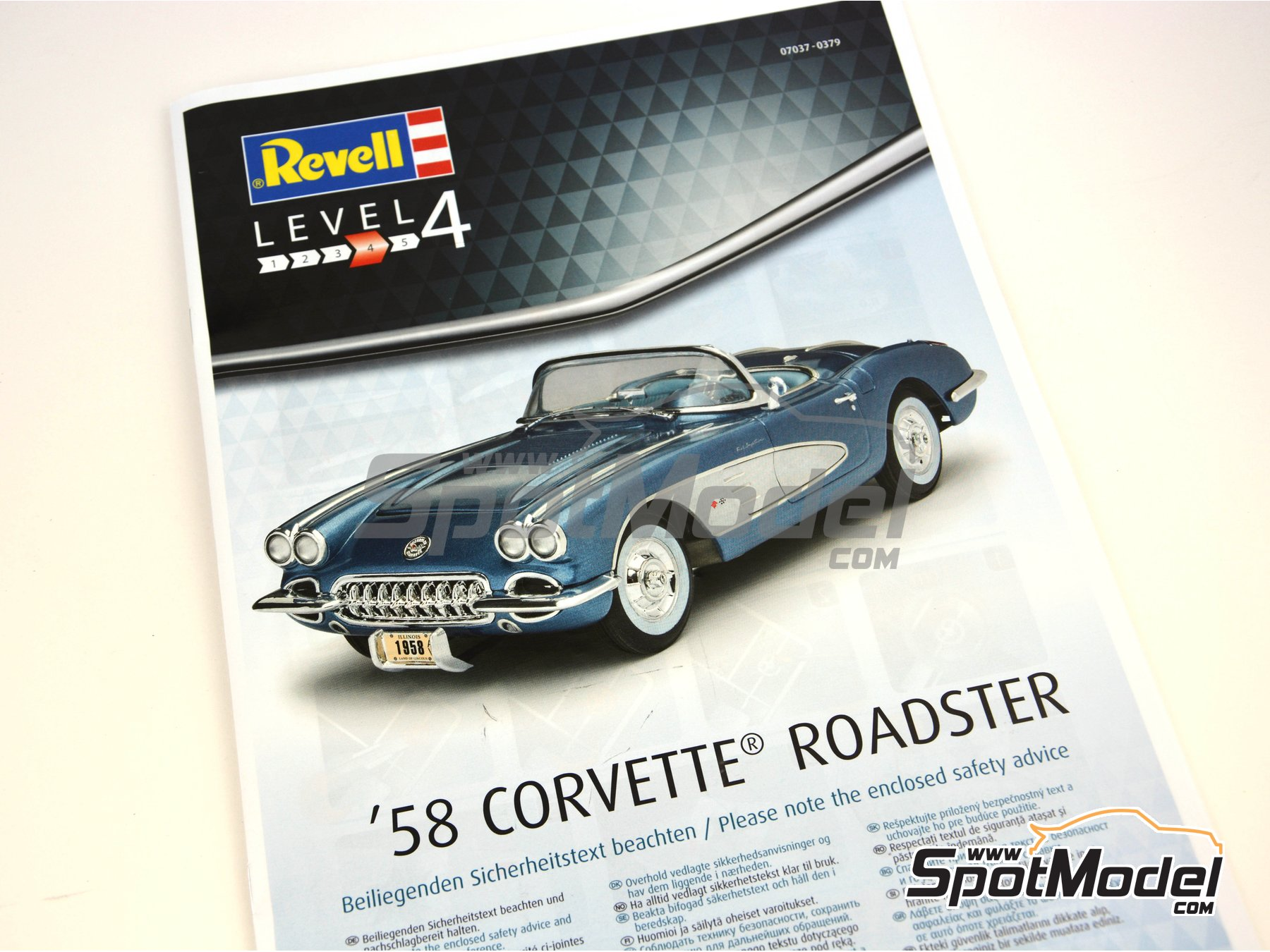 Image 17: Chevrolet Corvette Roadster -  1968 | Model car kit in 1/25 scale manufactured by Revell (ref. REV07037)