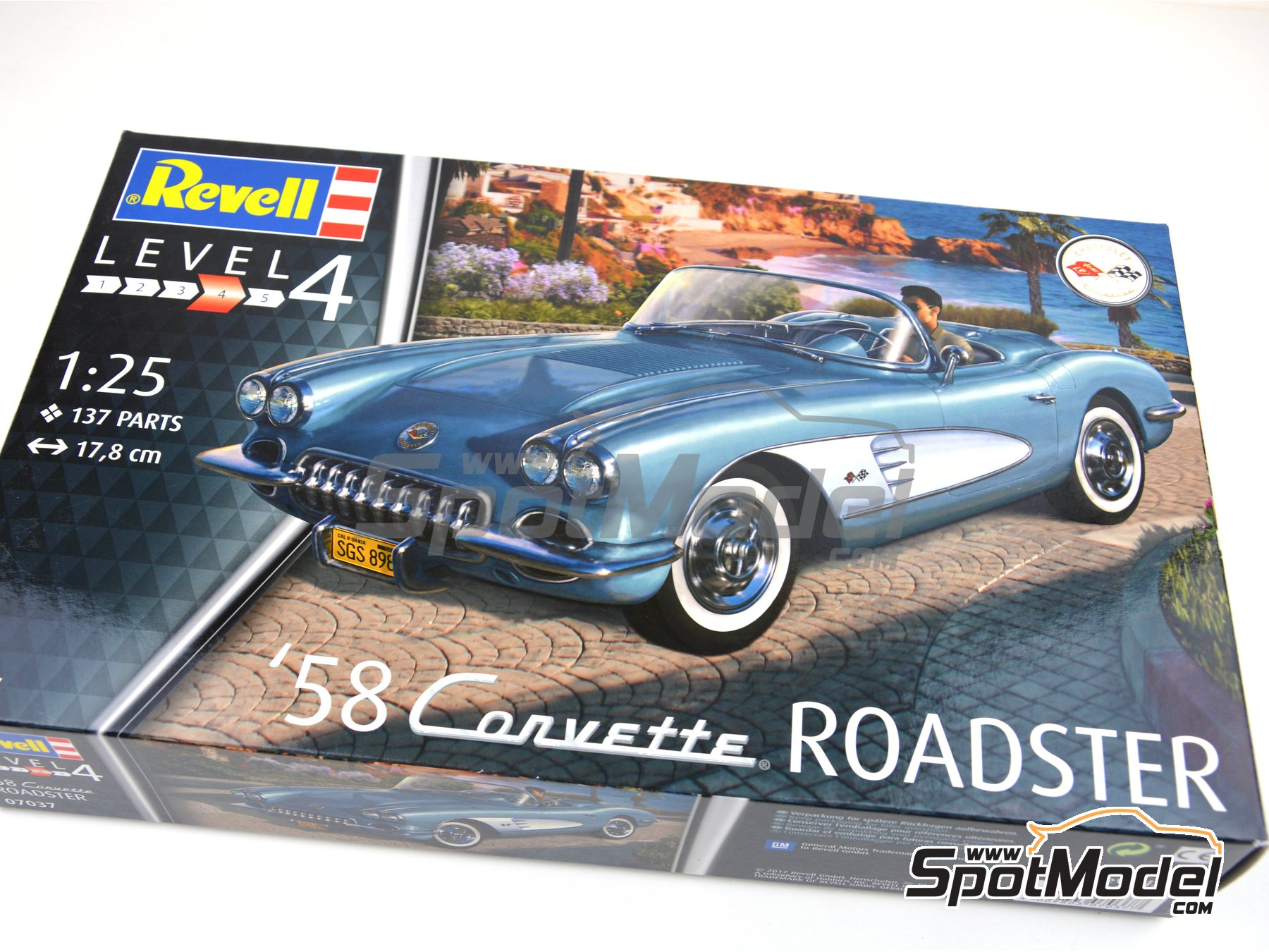 Image 22: Chevrolet Corvette Roadster -  1968 | Model car kit in 1/25 scale manufactured by Revell (ref. REV07037)