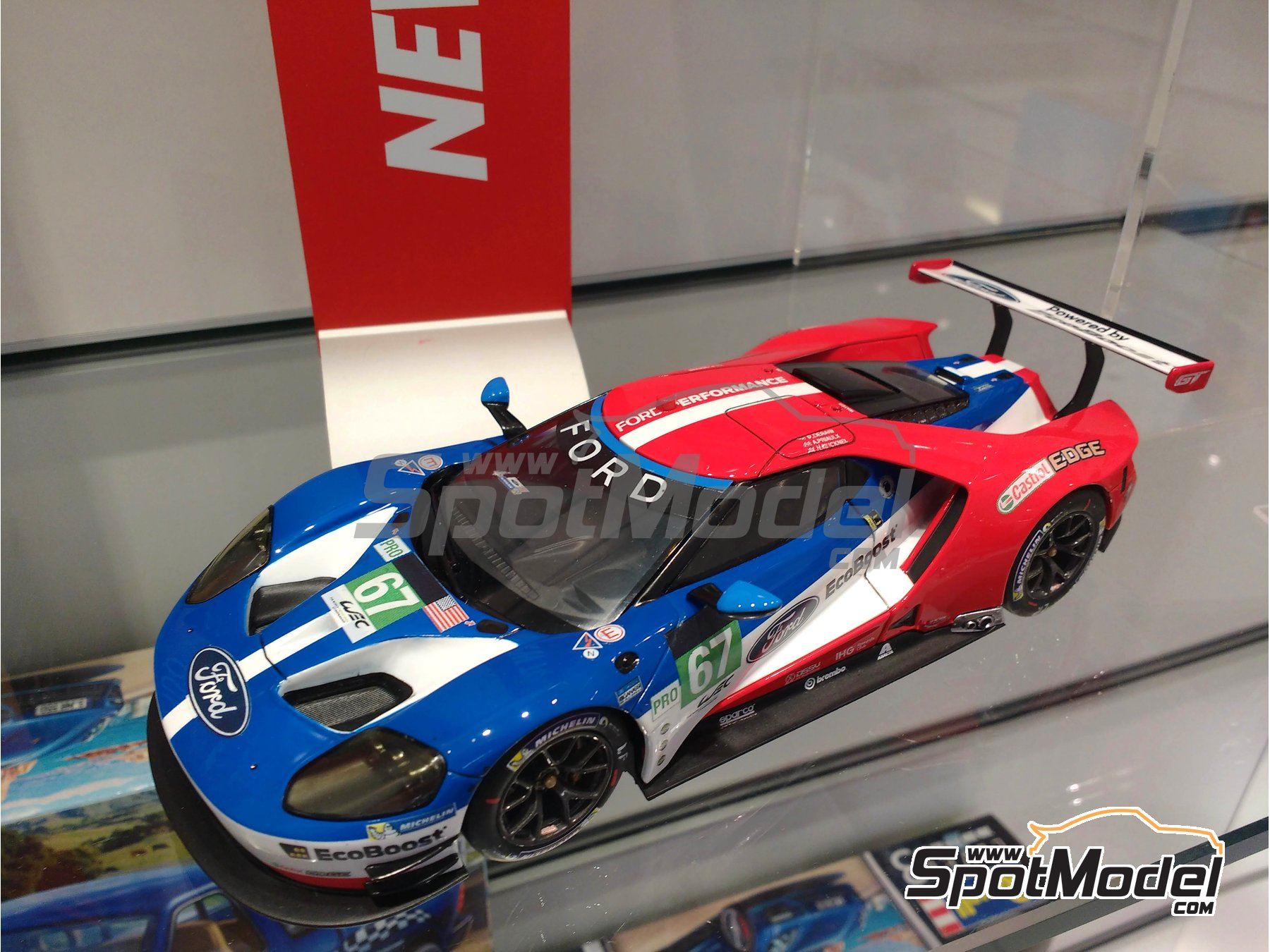 Image 1: Ford GT - 24 Hours Le Mans 2016 | Model car kit in 1/24 scale manufactured by Revell (ref. REV07041, also 07041)