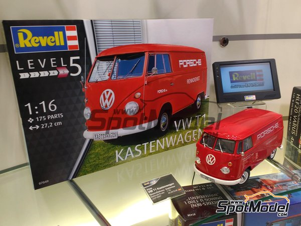 Image 1: Volkswagen Transporter  T1 Kastenwagen Porsche Renndienst | Model van kit in 1/16 scale manufactured by Revell (ref. REV07049)