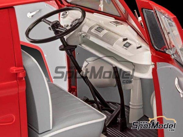 Image 4: Volkswagen Transporter  T1 Kastenwagen Porsche Renndienst | Model van kit in 1/16 scale manufactured by Revell (ref.REV07049, also 07049, REV7049 and 4009803070490)