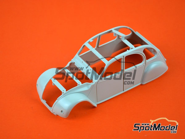 Image 1: Citroën 2CV Sausss Ente | Model car kit in 1/24 scale manufactured by Revell (ref. REV07053)