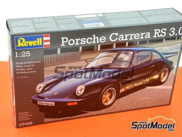 Image 10: Porsche 911 Carrera RS 3.0 | Model car kit in 1/25 scale manufactured by Revell (ref. REV07058)