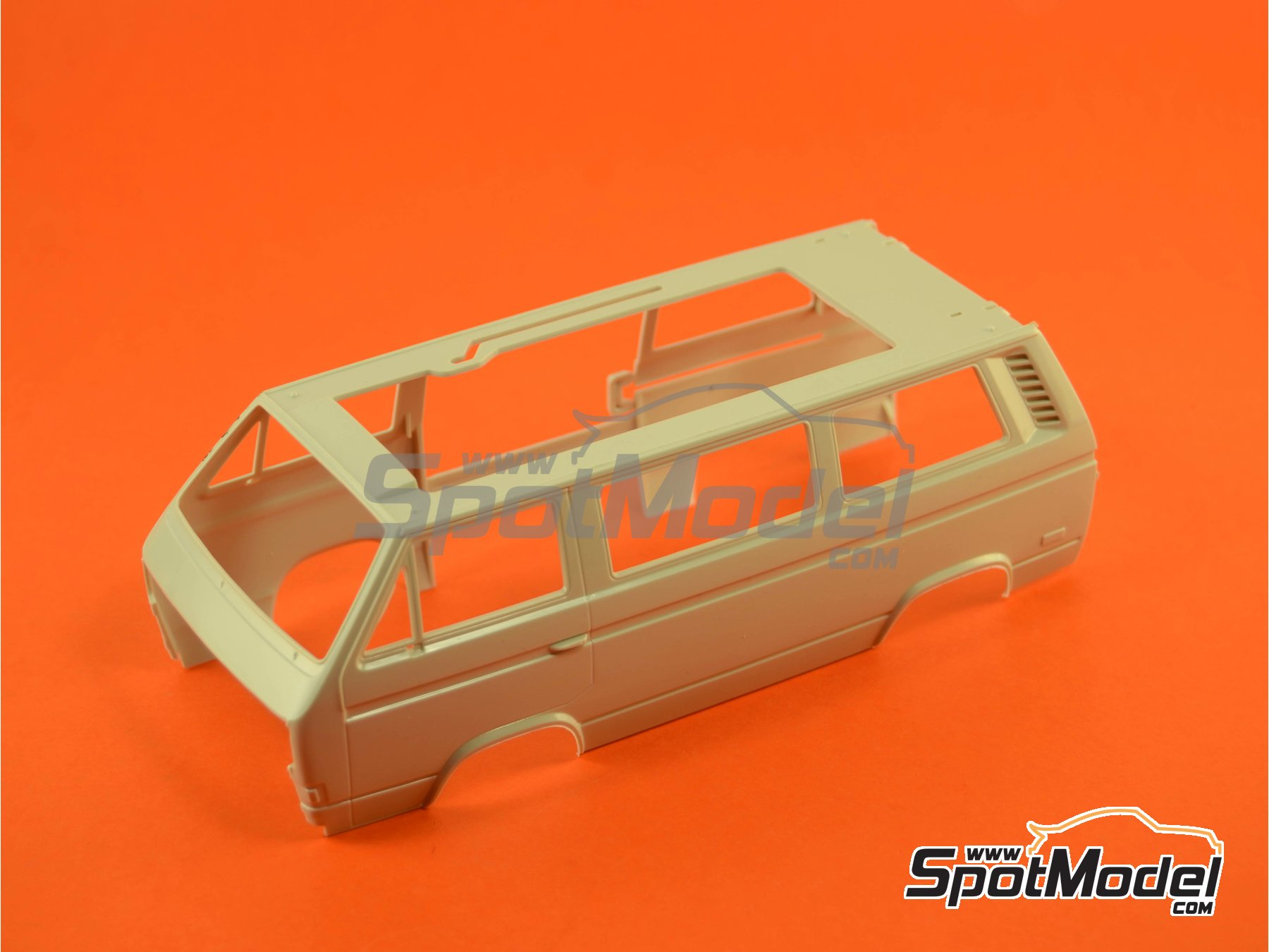 Image 8: Volkswagen Transporter T3 Westfalia Joker Camper | Model car kit in 1/25 scale manufactured by Revell (ref.REV07344, also 07344 and 80-7344)