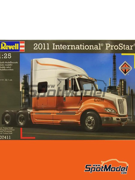 International Prostar | Model truck kit in 1/25 scale manufactured by Revell (ref. REV07411, also 07411) image