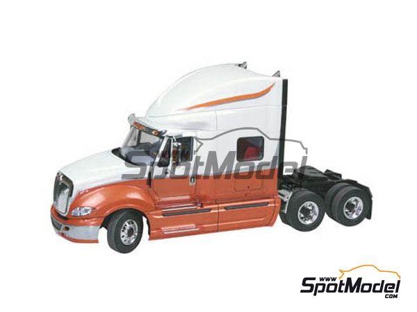 Image 3: International Prostar | Model truck kit in 1/25 scale manufactured by Revell (ref. REV07411, also 07411)