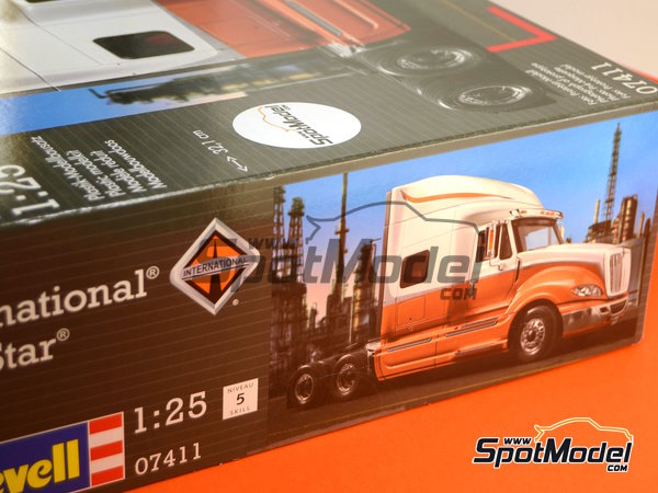 Image 37: International Prostar | Model truck kit in 1/25 scale manufactured by Revell (ref. REV07411, also 07411)