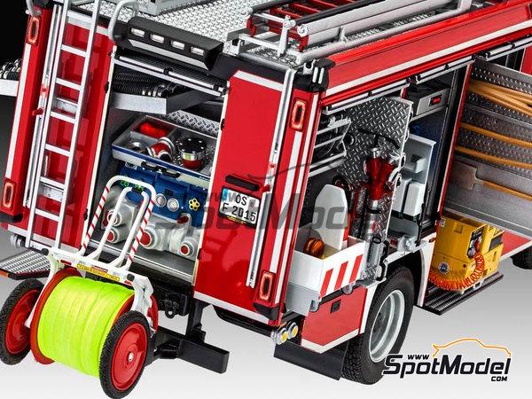 Image 30: MAN TGM / Schlingmann HLF20 VARUS 4x4 | Maqueta de camión en escala1/24 fabricado por Revell (ref.REV07452, tambien 7452)