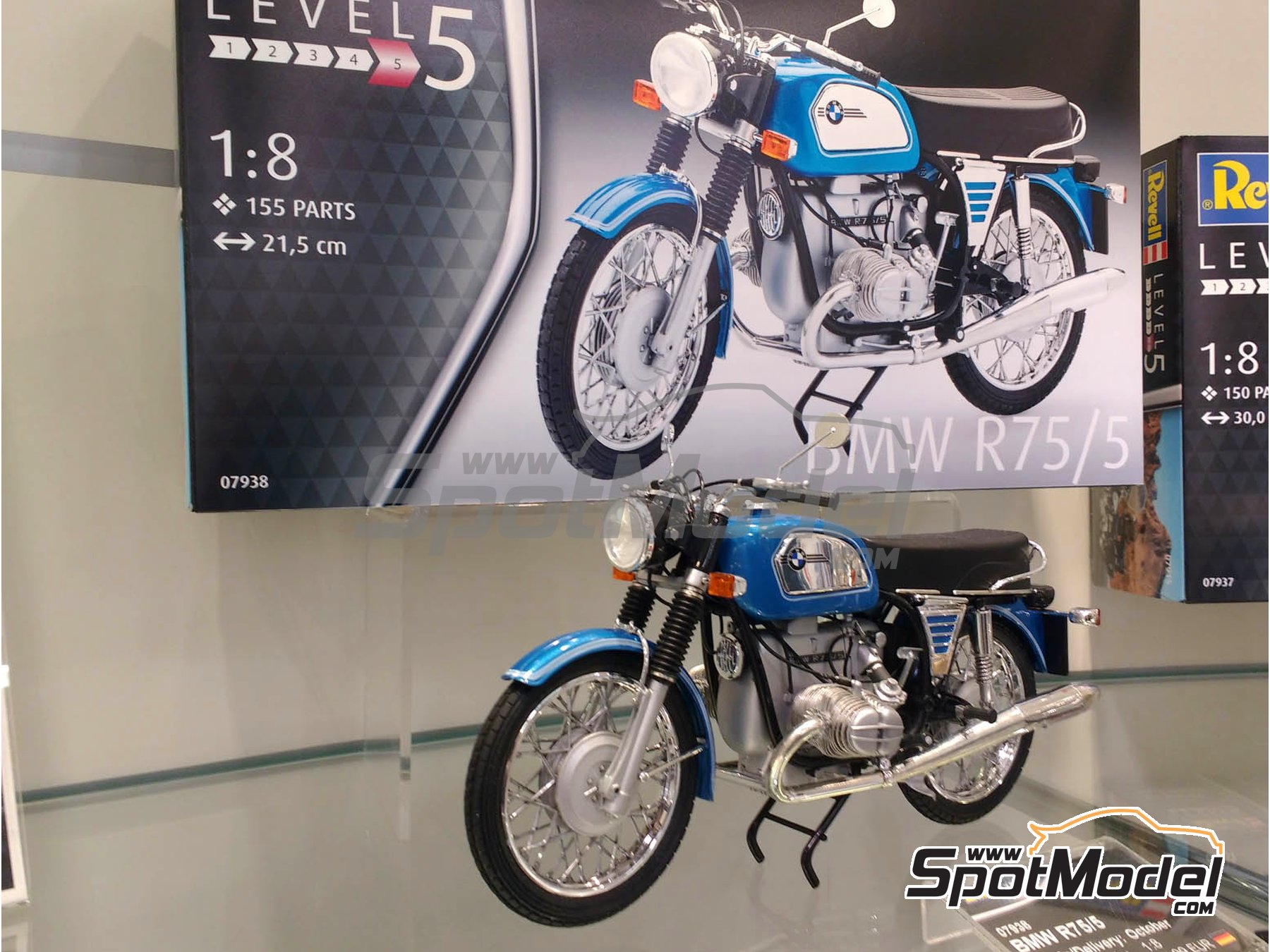 Image 1: BMW R75/5 | Model bike kit in 1/8 scale manufactured by Revell (ref.REV07938, also 07938)