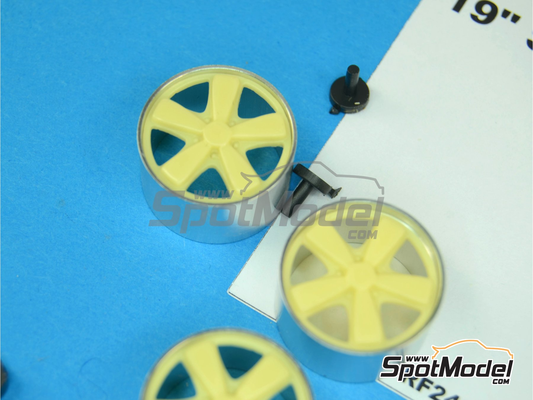 Image 2: 19 inches Porsche Sport Classic | Rims in 1/24 scale manufactured by Scale Production (ref.SPRF24060)