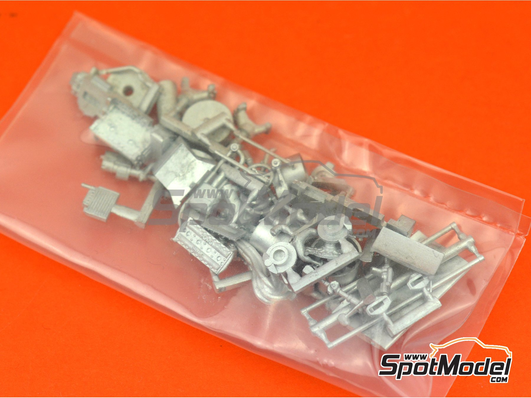 Image 2: March Ford 701 STP - French Grand Prix 1970 | Model car kit in 1/43 scale manufactured by Tameo Kits (ref.SLK114)