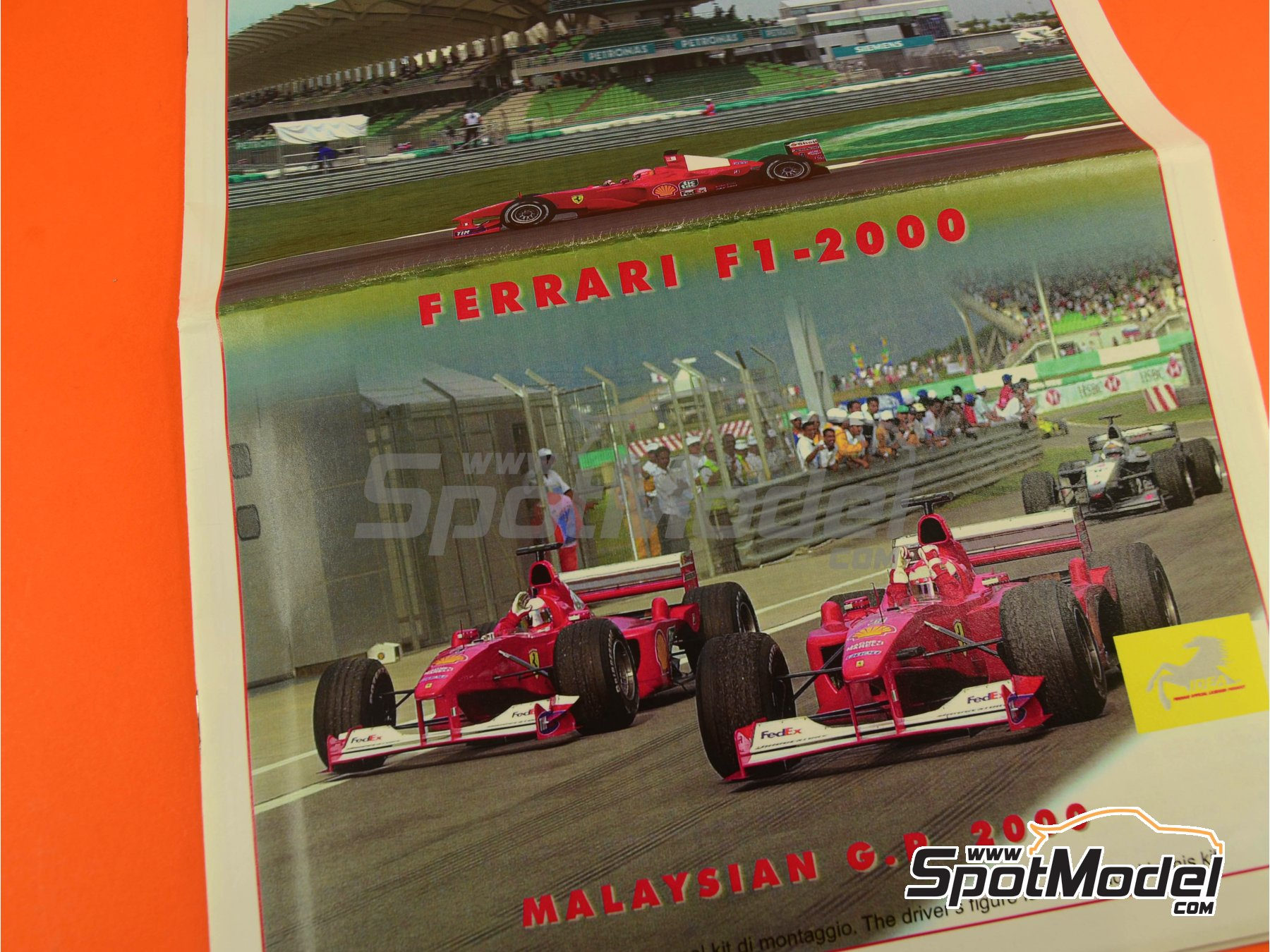 Image 12: Ferrari F1 2000 Marlboro - Gran Premio de Fórmula 1 de Malasia 2000 | Maqueta de coche en escala1/24 fabricado por Tameo Kits (ref.TLK002)