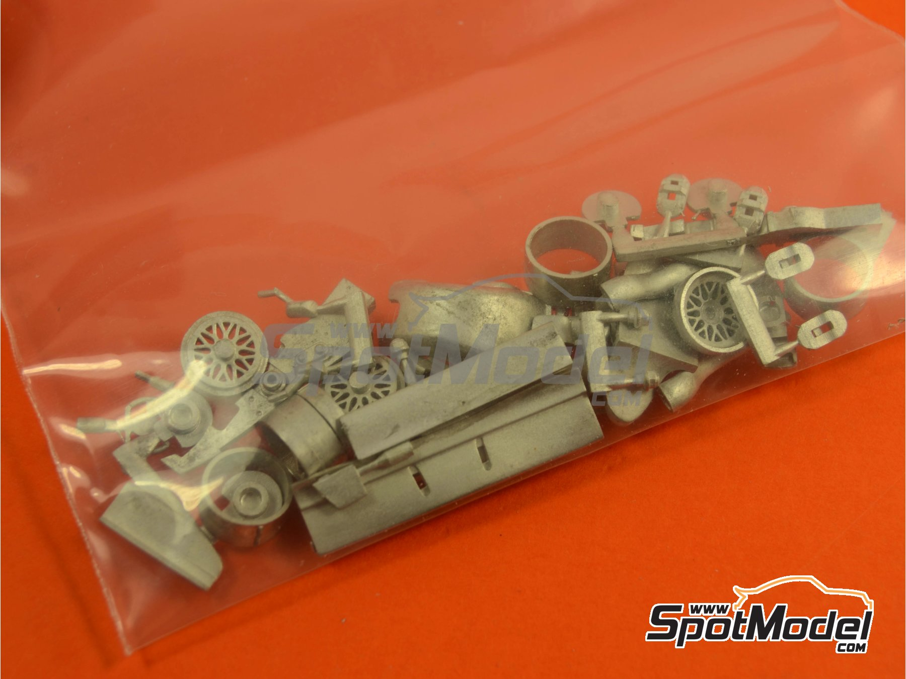 Image 4: Ferrari F310 - Italian Grand Prix 1996 | Model car kit in 1/43 scale manufactured by Tameo Kits (ref. TMK431)