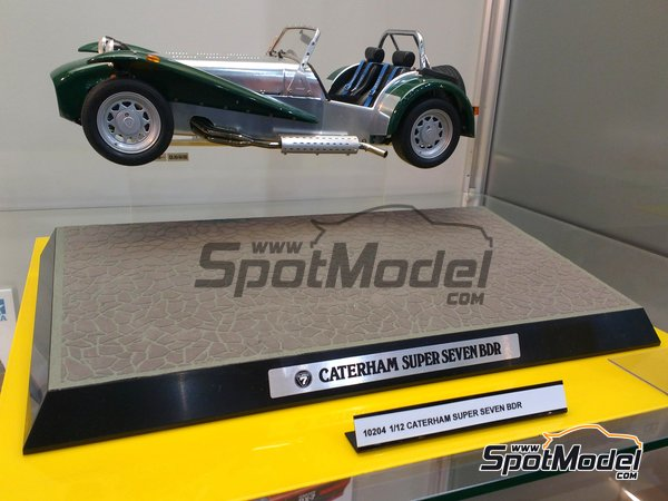 Image 3: Caterham Super Seven BDR | Model car kit in 1/12 scale manufactured by Tamiya (ref. TAM10204)