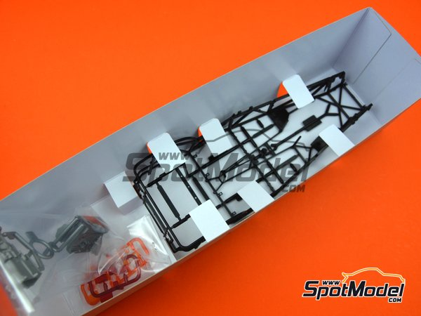 Image 5: Caterham Super Seven BDR | Model car kit in 1/12 scale manufactured by Tamiya (ref.TAM10204, also 10204)