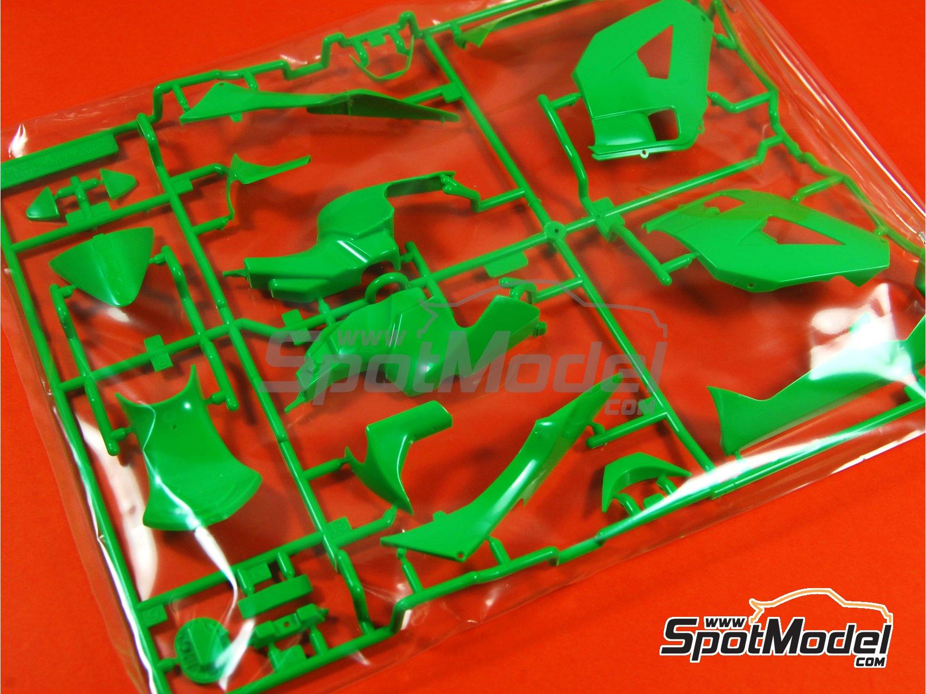 Image 5: Kawasaki Ninja ZX-RR - Campeonato del Mundo de Motociclismo 2006   Maqueta de moto en escala1/12 fabricado por Tamiya (ref.TAM14109, tambien 14109)