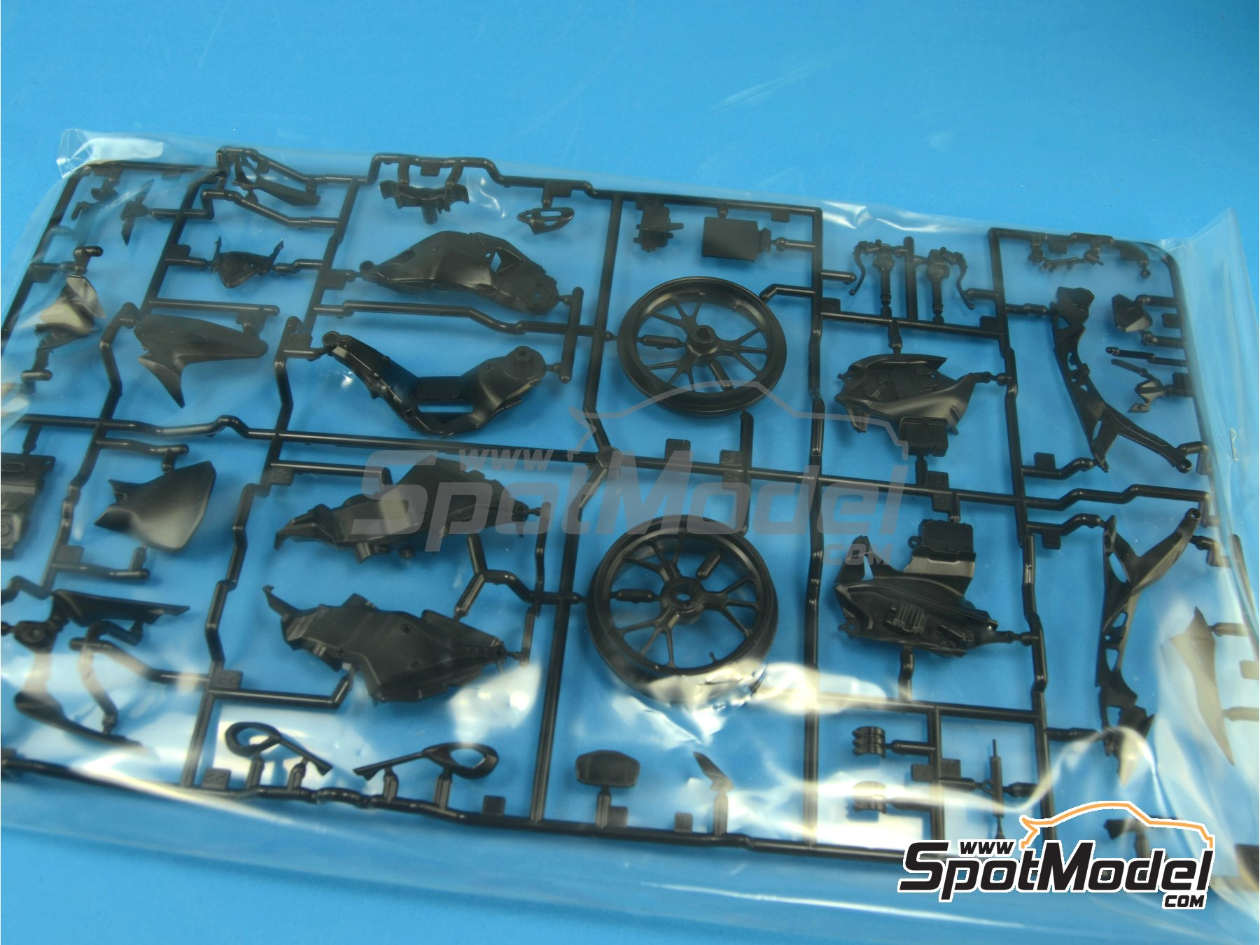 Image 12: Ducati 1199 Panigale S   Model bike kit in 1/12 scale manufactured by Tamiya (ref.TAM14129, also 14129)
