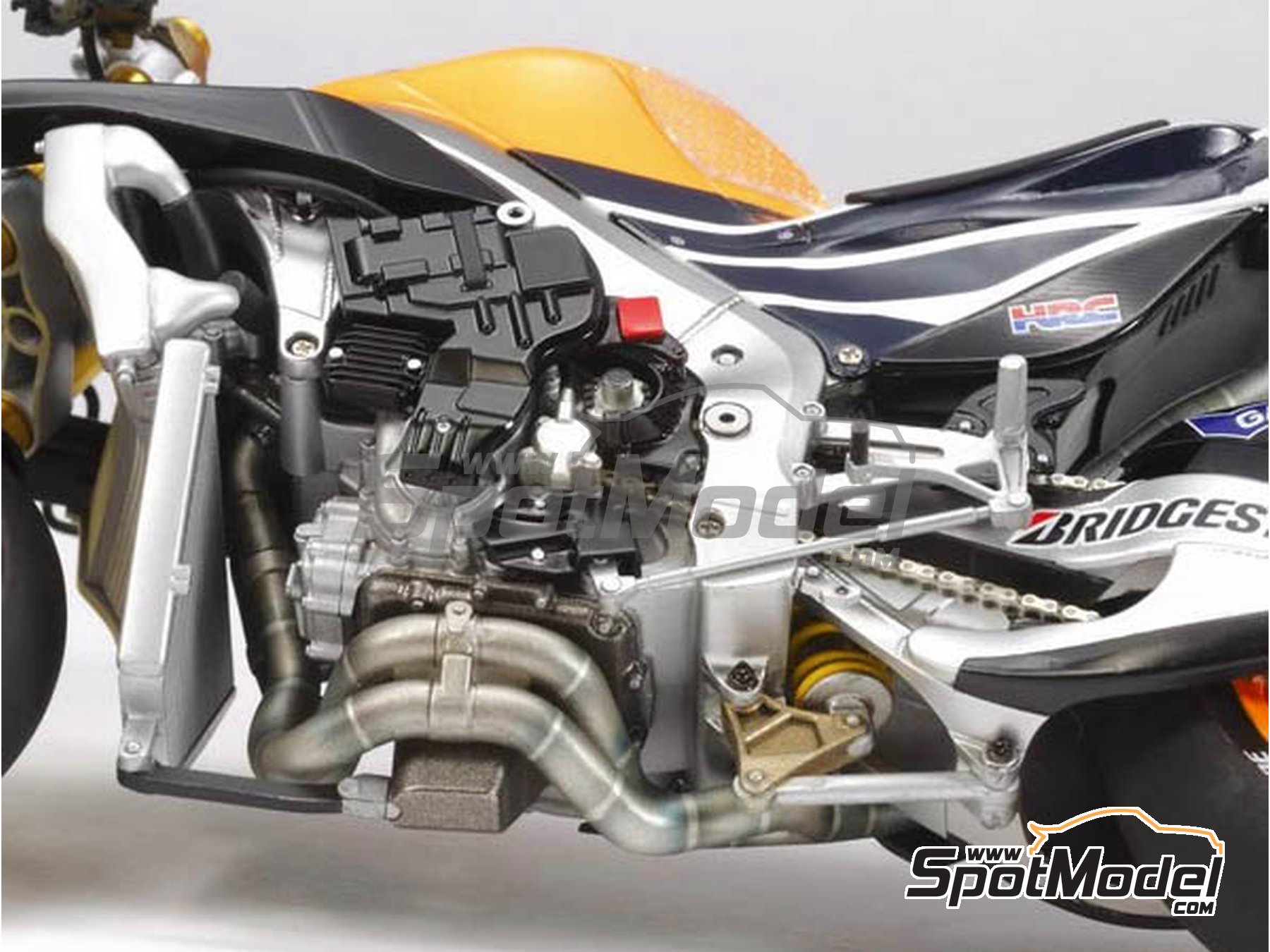 Image 6: Honda RC213V Repsol - Spanish Moto GP Grand Prix 2014 | Model bike kit in 1/12 scale manufactured by Tamiya (ref.TAM14130, also 14130)