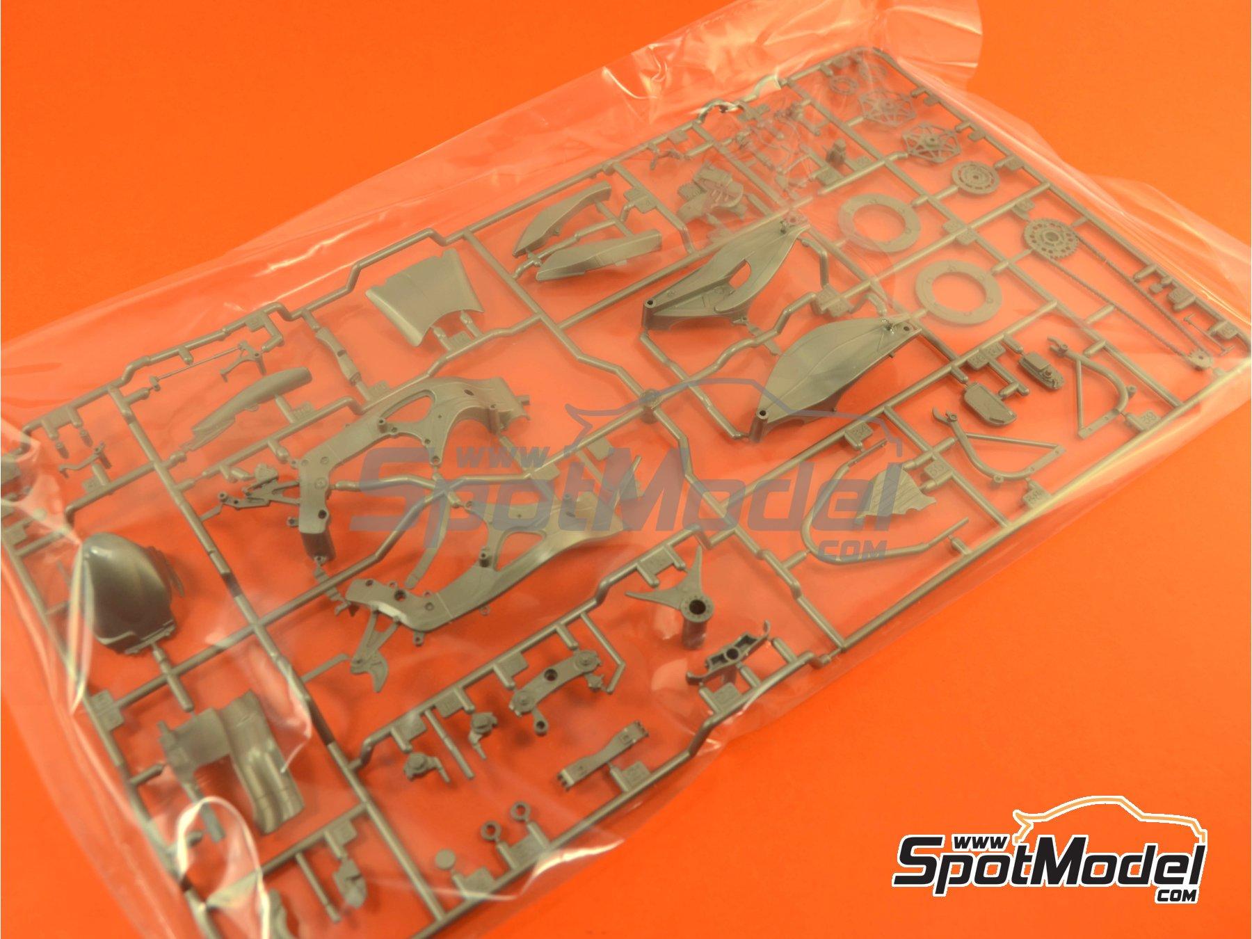 Image 14: Honda RC213V Repsol - Spanish Moto GP Grand Prix 2014 | Model bike kit in 1/12 scale manufactured by Tamiya (ref.TAM14130, also 14130)