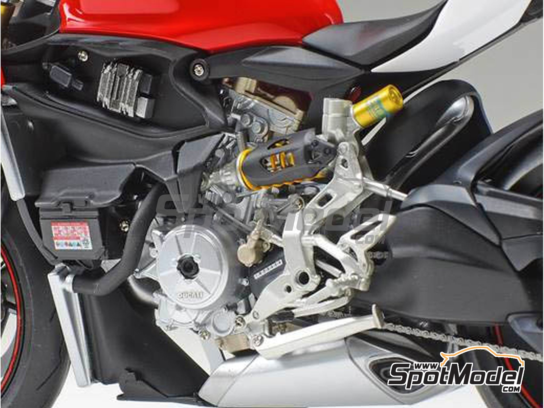 Image 3: Ducati 1199 Panigale S Tricolore | Model bike kit in 1/12 scale manufactured by Tamiya (ref. TAM14132)