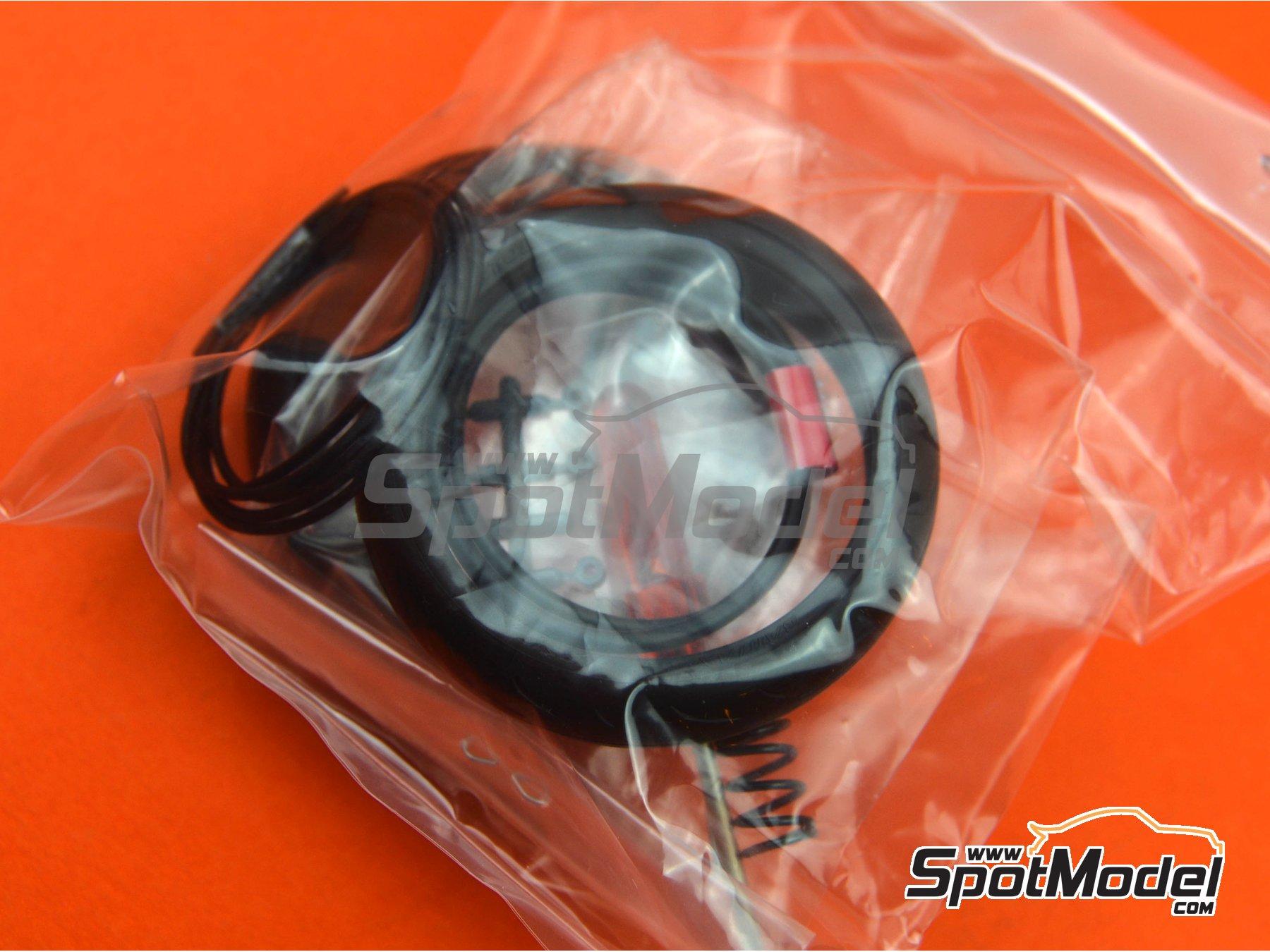 Image 3: Yamaha YZF-R1M   Maqueta de moto en escala1/12 fabricado por Tamiya (ref.TAM14133, tambien 14133, HC-14133, 4950344141333 y TMY14133)