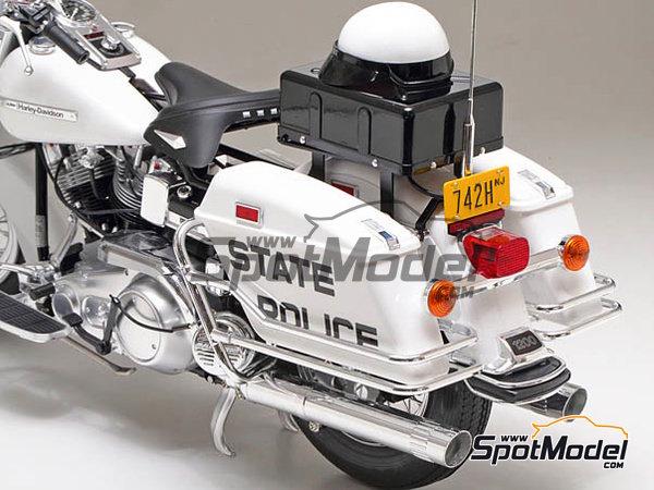 Image 4: Harley-Davidson FLH 1200 Policia | Maqueta de moto en escala1/6 fabricado por Tamiya (ref.TAM16038)