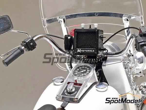Image 5: Harley-Davidson FLH 1200 Policia | Maqueta de moto en escala1/6 fabricado por Tamiya (ref.TAM16038)