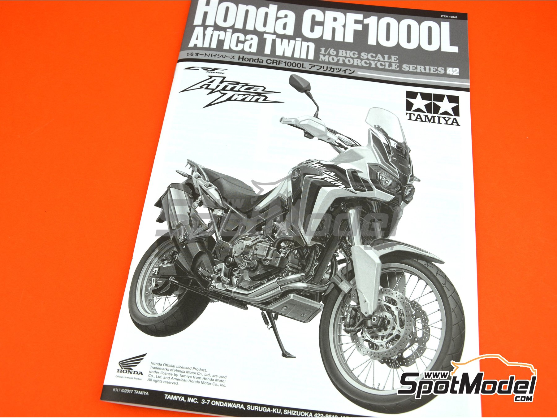 Image 20: Honda CRF 1000L Africa Twin Enduro | Model bike kit in 1/6 scale manufactured by Tamiya (ref. TAM16042, also 16042)