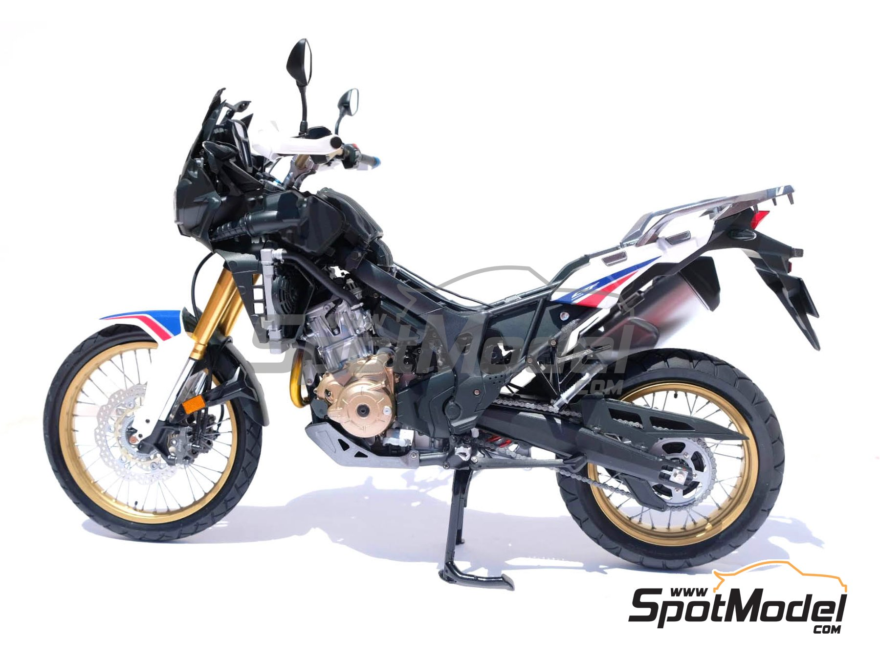 Image 24: Honda CRF 1000L Africa Twin Enduro | Model bike kit in 1/6 scale manufactured by Tamiya (ref. TAM16042, also 16042)