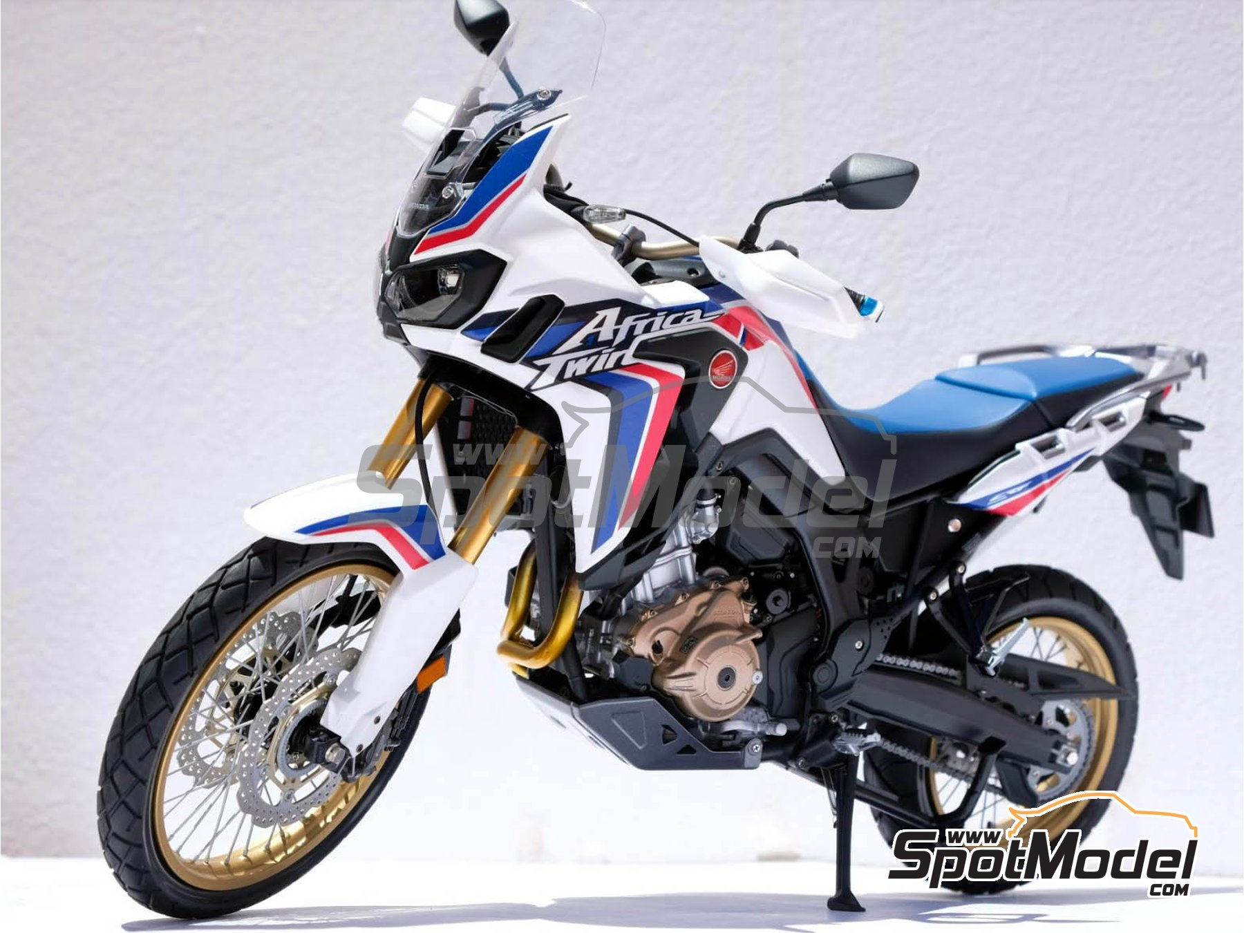 Image 26: Honda CRF 1000L Africa Twin Enduro | Model bike kit in 1/6 scale manufactured by Tamiya (ref. TAM16042, also 16042)