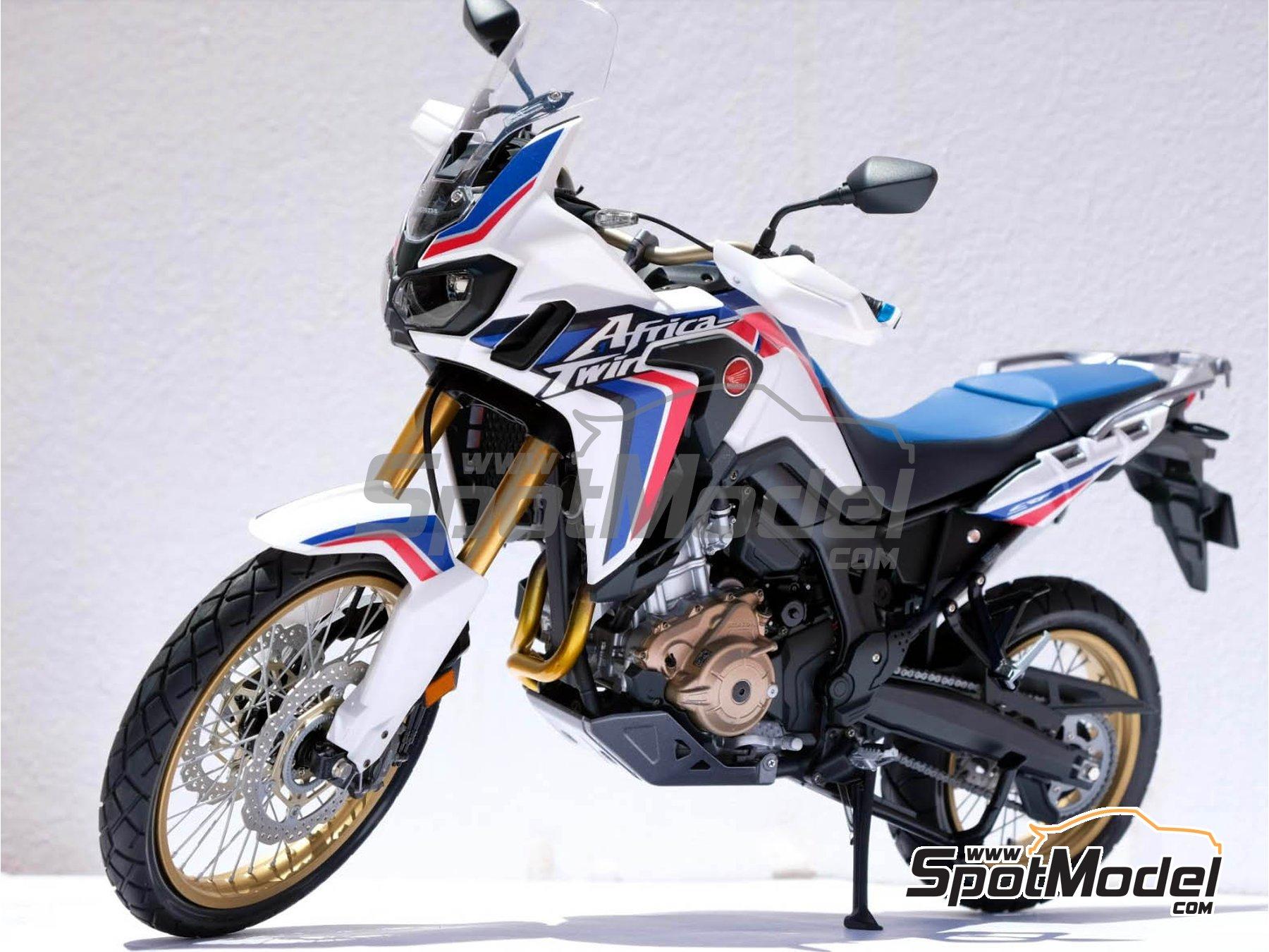 Image 26: Honda CRF 1000L Africa Twin Enduro | Model bike kit in 1/6 scale manufactured by Tamiya (ref.TAM16042)