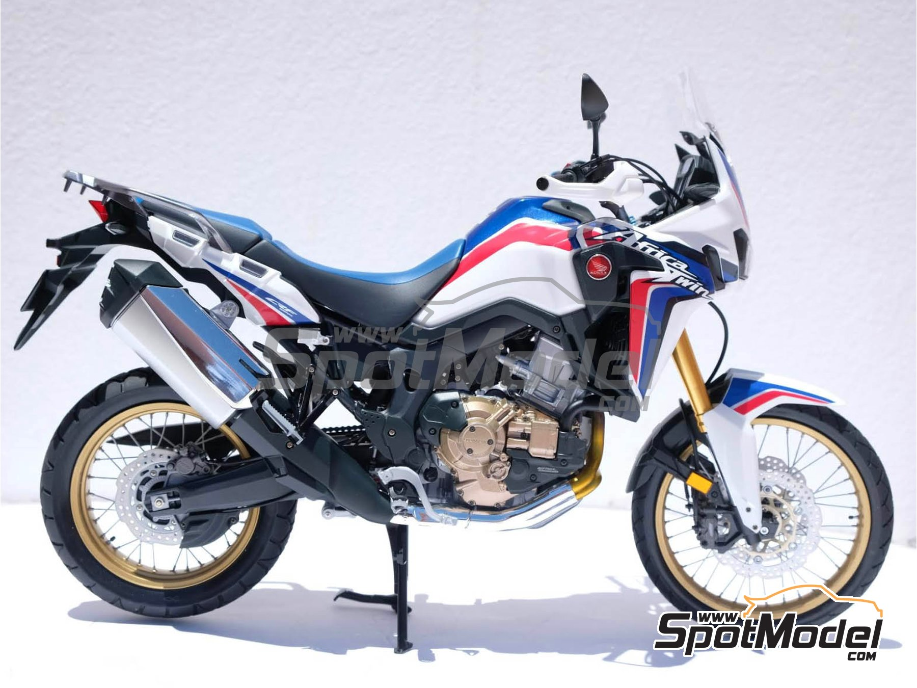 Image 28: Honda CRF 1000L Africa Twin Enduro | Model bike kit in 1/6 scale manufactured by Tamiya (ref. TAM16042, also 16042)