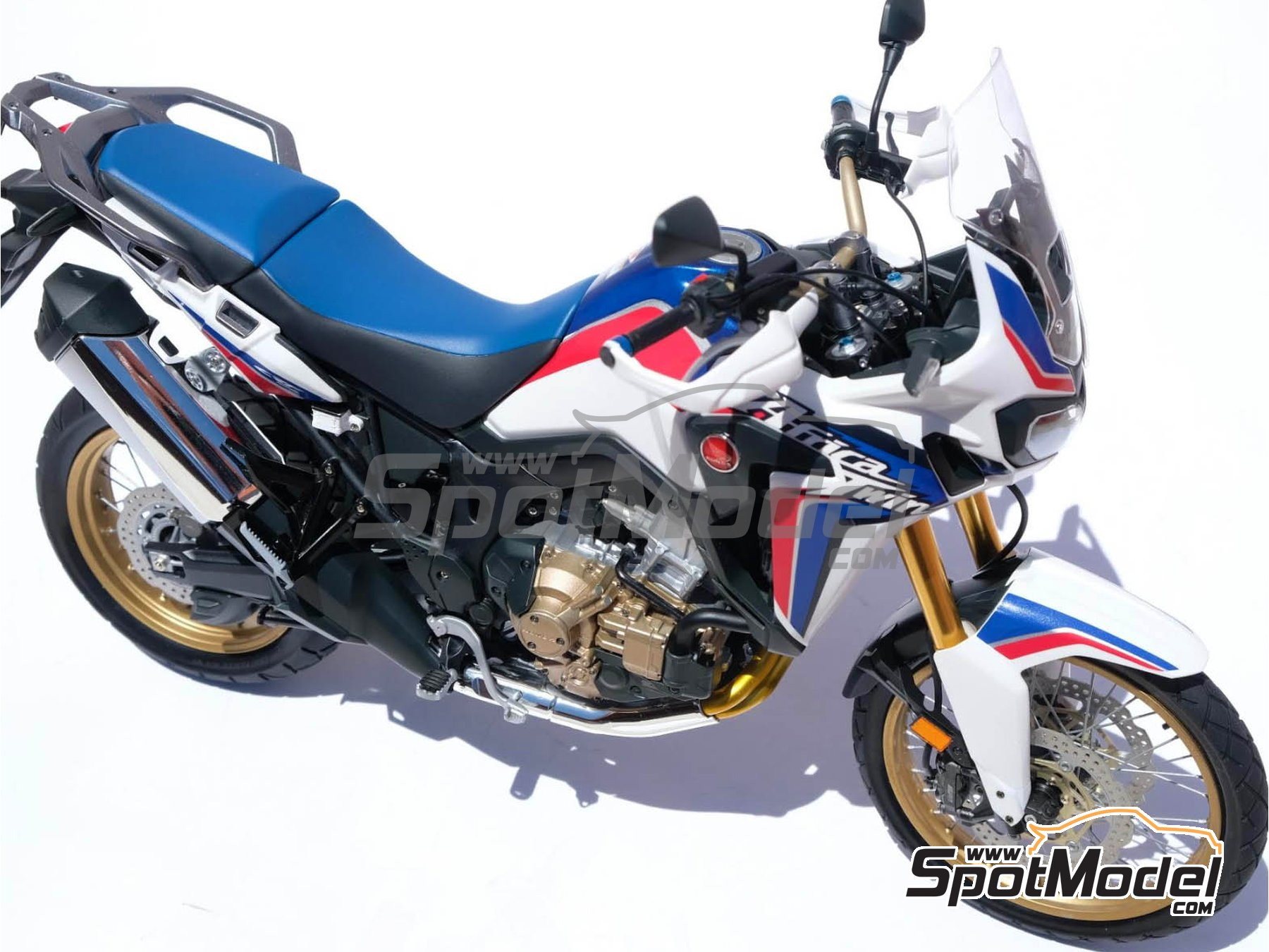 Image 30: Honda CRF 1000L Africa Twin Enduro | Model bike kit in 1/6 scale manufactured by Tamiya (ref. TAM16042, also 16042)