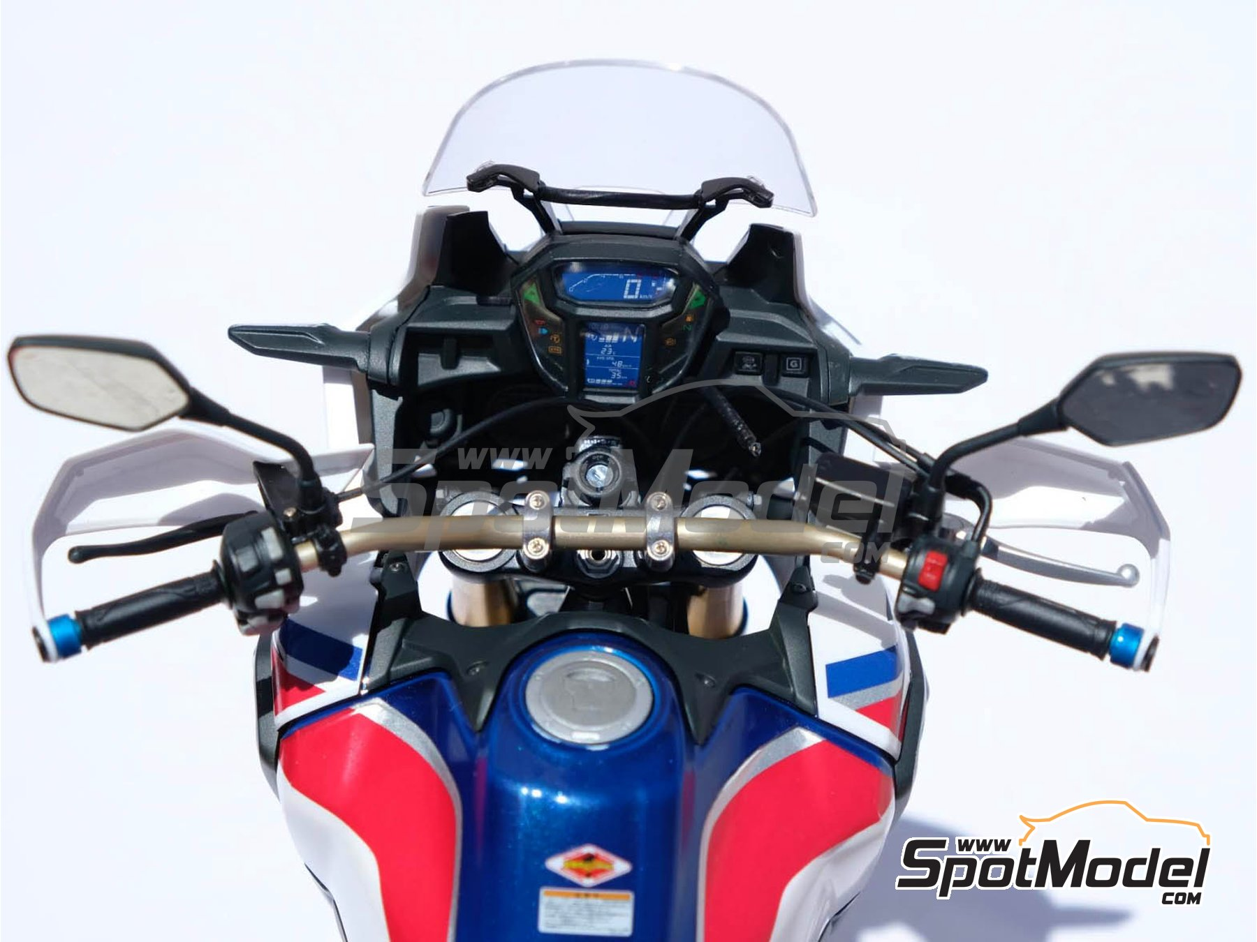 Image 31: Honda CRF 1000L Africa Twin Enduro | Model bike kit in 1/6 scale manufactured by Tamiya (ref. TAM16042, also 16042)