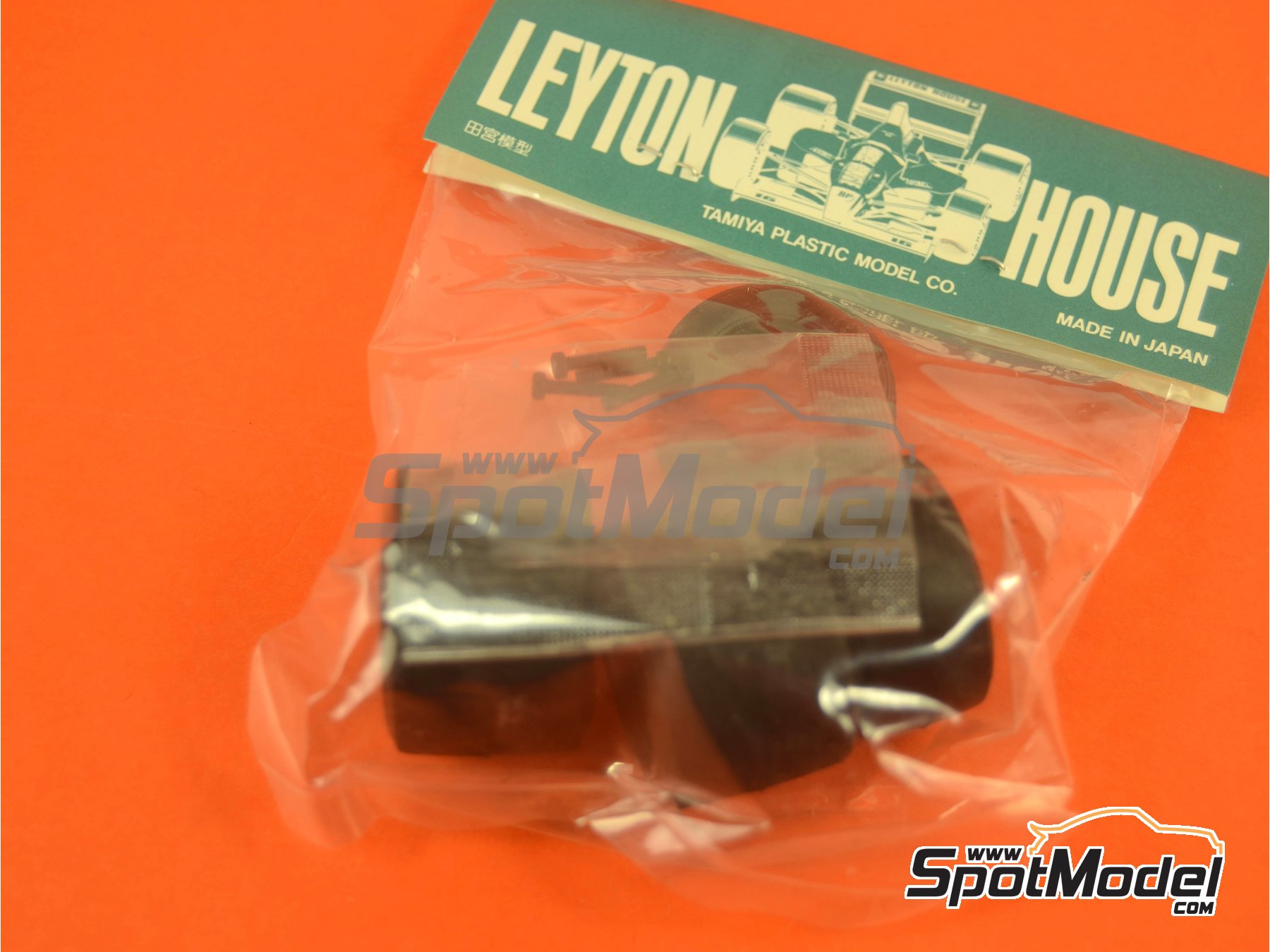 Image 1: Leyton House Judd CG901B Carglass - FIA Formula 1 World Championship 1990 | Model car kit in 1/20 scale manufactured by Tamiya (ref.TAM20028, also 20028)