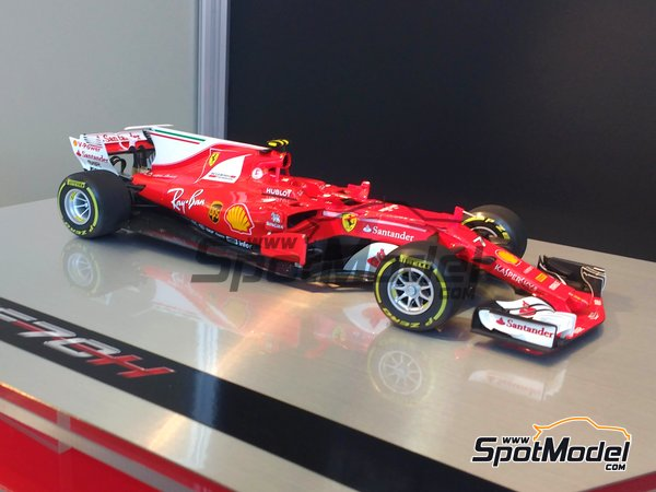 Image 3: Ferrari SF70H Banco Santander - Australian Grand Prix 2017 | Model car kit in 1/20 scale manufactured by Tamiya (ref. TAM20068)