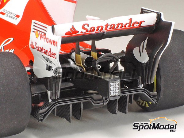 Image 20: Ferrari SF70H Banco Santander - Australian Grand Prix 2017 | Model car kit in 1/20 scale manufactured by Tamiya (ref. TAM20068)
