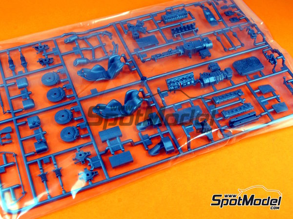 Image 3: Ferrari Laferrari | Model car kit in 1/24 scale manufactured by Tamiya (ref. TAM24333, also 24333)