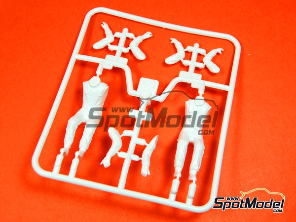 Image 10: Rally driver and Co-driver | Figures set in 1/24 scale manufactured by Tamiya (ref.TAM89610)