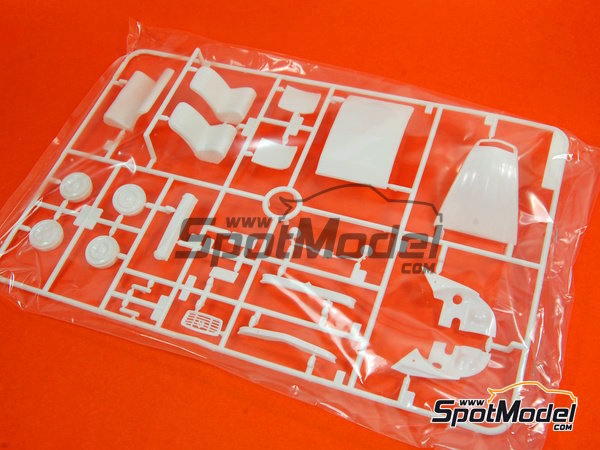Image 9: Citroen 2CV | Model car kit in 1/24 scale manufactured by Tamiya (ref. TAM25415)