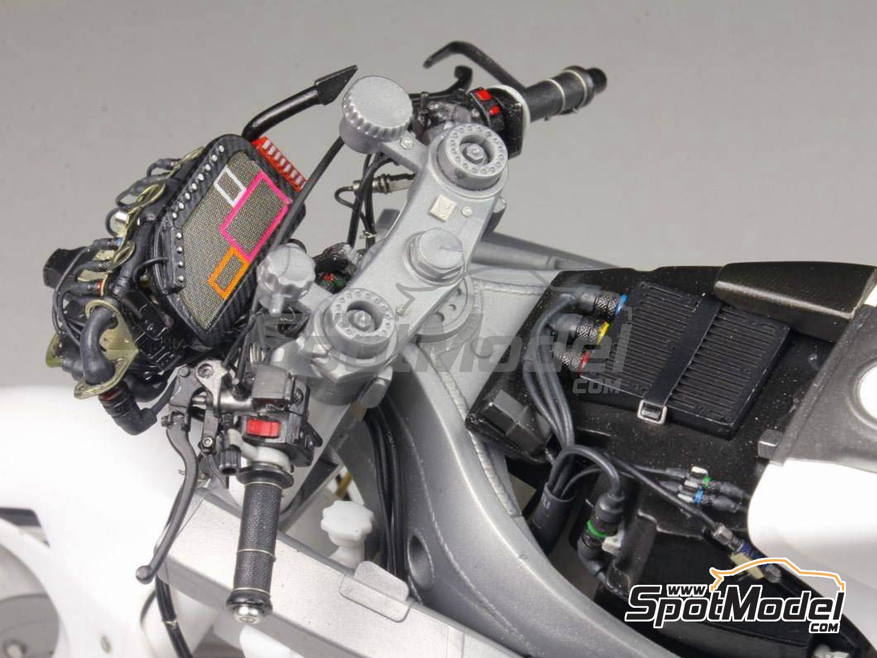 Image 21: Honda RC213V -  2014 | Detail up set in 1/12 scale manufactured by Top Studio (ref. MD29016)