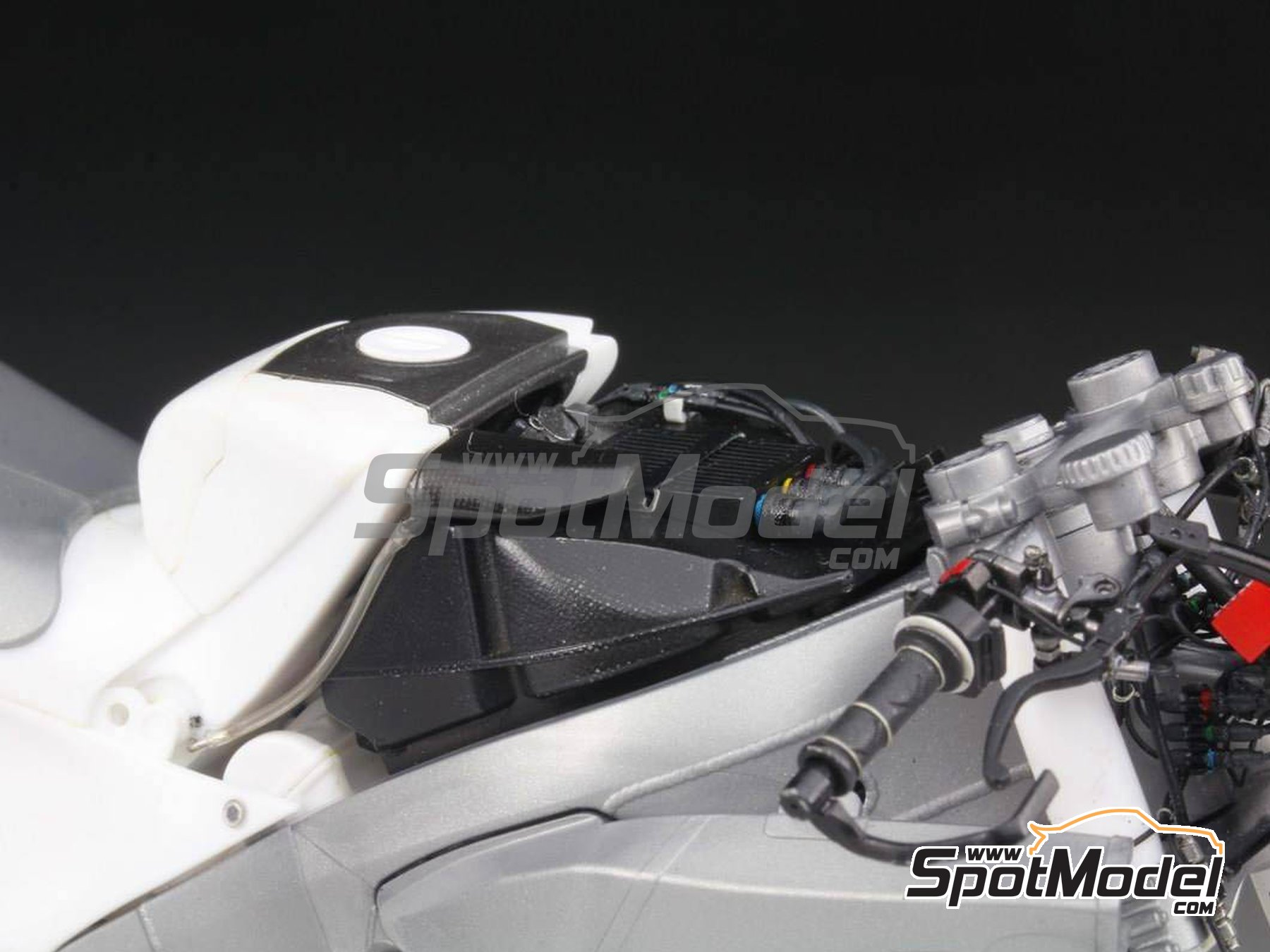 Image 36: Honda RC213V -  2014 | Detail up set in 1/12 scale manufactured by Top Studio (ref. MD29016)