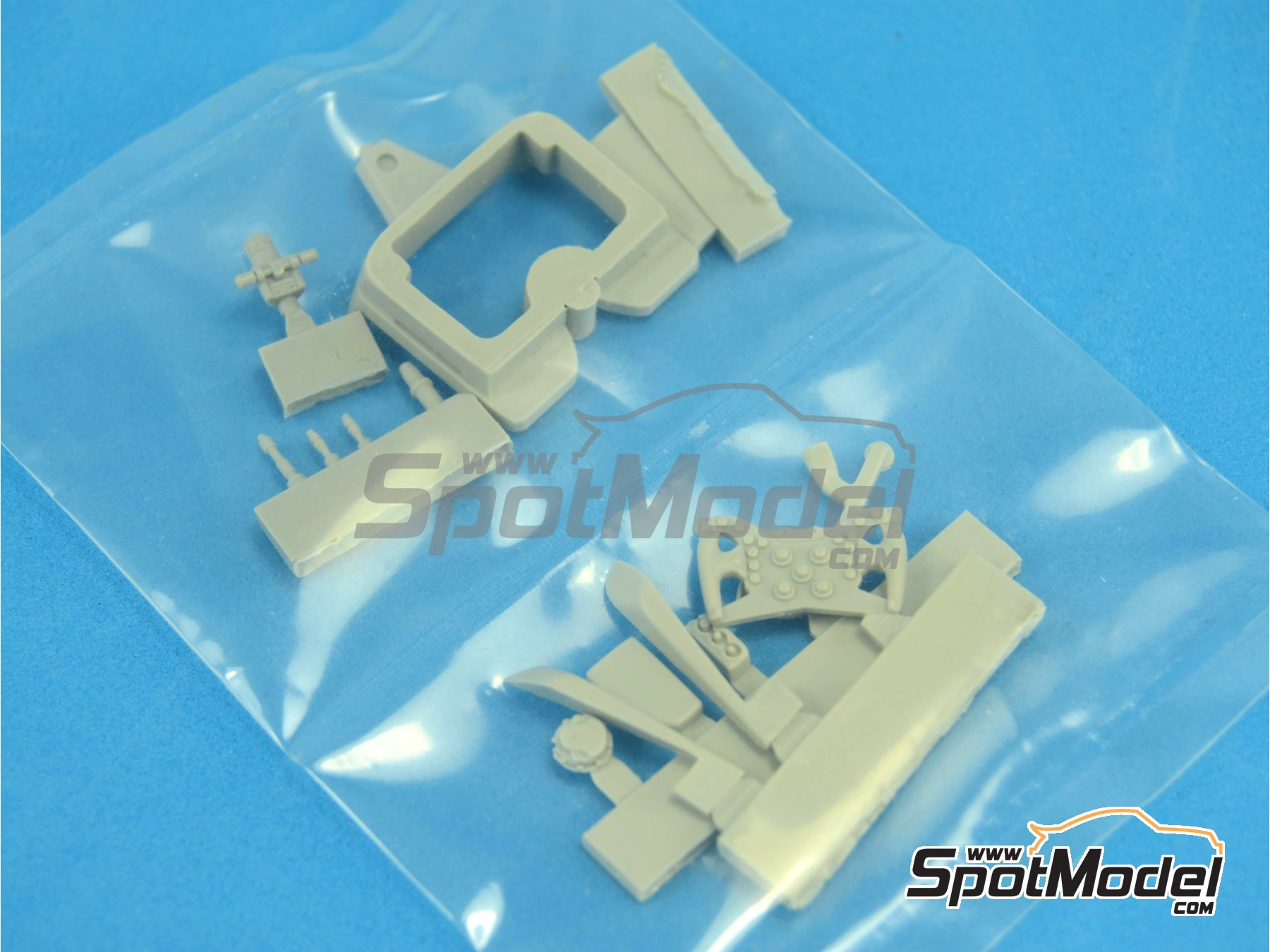 Image 11: RB Racing Renault RB6 - Cockpit | Detail in 1/20 scale manufactured by Top Studio (ref.TD23129)