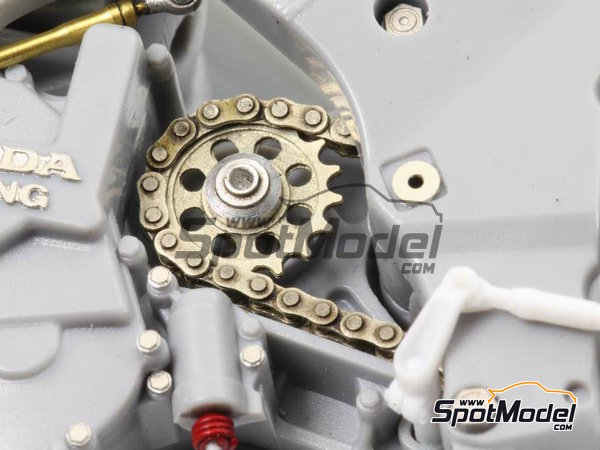 Image 1: Honda NSR500 - Motorcycle World Championship 1989 | Chain set in 1/12 scale manufactured by Top Studio (ref.TD23143)