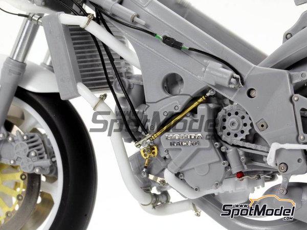 Image 7: Honda NSR500 - Campeonato del Mundo de Motociclismo 1989 | Set de mejora y detallado en escala1/12 fabricado por Top Studio (ref.TD23144)