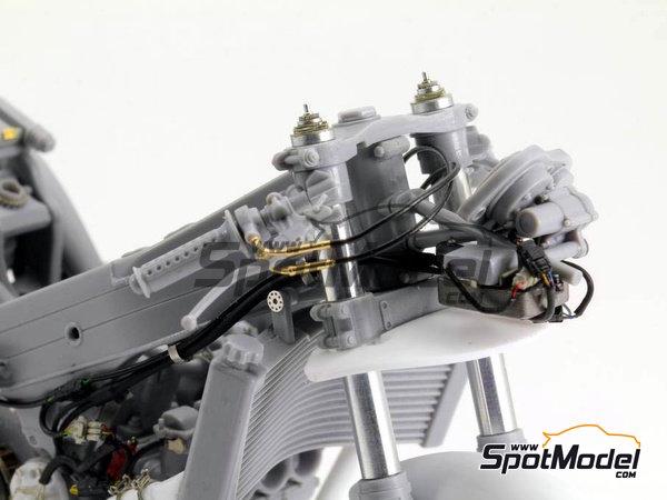 Image 9: Honda NSR500 - Campeonato del Mundo de Motociclismo 1989   Set de mejora y detallado en escala1/12 fabricado por Top Studio (ref.TD23144)