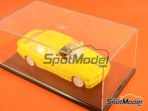 Image 2: Display case for 1/24 scale modelcars | Display case in 1/24 scale manufactured by Trumpeter (ref. 09813)