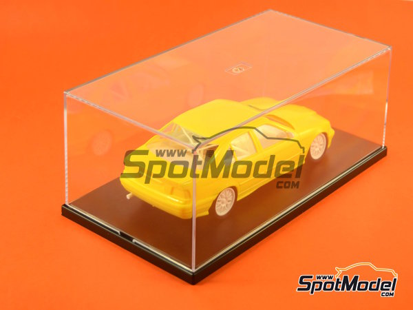 Image 4: Display case for 1/24 scale modelcars | Display case in 1/24 scale manufactured by Trumpeter (ref. 09813)