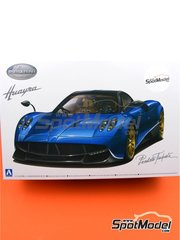 Aoshima: Model car kit 1/24 scale - Pagani Huayra Pacchetto Tempesta - plastic parts, water slide decals and assembly instructions