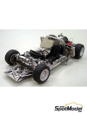 Model Factory Hiro: Model car kit 1/24 scale - Alfa Romeo Tipo 33 #15, 16, 182,186, 192, 220 - Targa Florio 1968